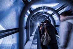 Tunnel della scala mobile in cielo di Umeda che costruisce Osaka Japan Immagini Stock