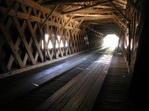Tunnel der abgedeckten Brücke Stockfotos