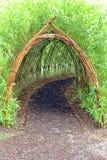 Tunnel di bambù capriccioso nel parco di divertimenti dei bambini Fotografie Stock