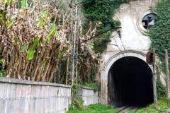 Tunnel e ferrovia nel nuovo Athos Immagini Stock