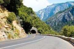 Tunnel e strada (Yosemite NP) Fotografia Stock