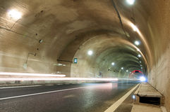 Tunnel ed automobile Immagine Stock