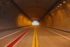 Tunnel ed indicare Immagini Stock