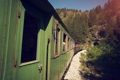 Tunnel entrant de vieux train photographie stock