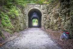 Tunnel et vélo de Katy Trail Photos libres de droits