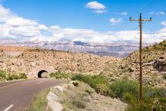 Tunnel för rutt 12, toppig bergskedja Del Carmen Mountains, stor krökningnationalpark, TX Royaltyfri Foto