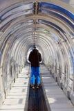 Tunnel für Skifahren Stockfoto