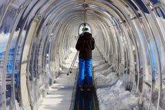 Tunnel für Skifahren Stockfotos