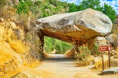 Tunnel-Felsen Ausgezeichneter nationaler amerikanischer Naturpark - Yosemite stockfotos