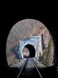 Tunnel ferroviari prima del treno Fotografie Stock Libere da Diritti