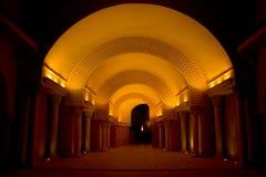 Tunnel foncé lumineux Photo libre de droits