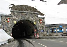 Tunnel Hochtor på den höga alpina vägen, Österrike Arkivfoto