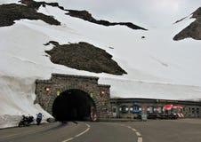 Tunnel Hochtor på den höga alpina vägen, Österrike Royaltyfri Foto