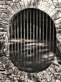 Tunnel hydrodynamique et réflexion en pierre souterrain de voûte Image libre de droits