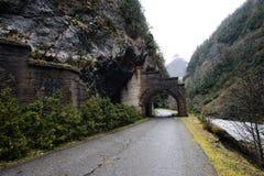 Tunnel im Berg in Abchasien Stockbilder