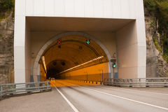 Tunnel im Felsen Lizenzfreie Stockbilder
