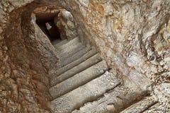 Tunnel im Stein lizenzfreie stockfotografie