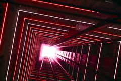 Tunnel lumineux rouge d'ascenseur image libre de droits