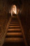Tunnel med ljust komma från utgången stock illustrationer