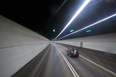 Tunnel och moving bilar i Hong Kong Arkivbilder