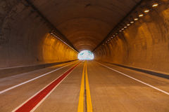 Tunnel och peka Arkivbilder