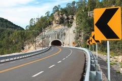 Tunnel om de kromme te beëindigen Royalty-vrije Stock Foto's