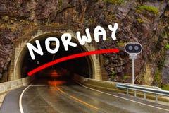 Tunnel op de Noorse bergweg Stock Afbeeldingen