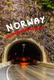 Tunnel op de Noorse bergweg Royalty-vrije Stock Foto's