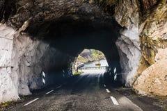 Tunnel op de Noorse bergweg Stock Fotografie