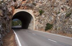 Tunnel op de weg - RUW formaat   stock foto's