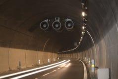 Tunnel op een snelweg Stock Foto's