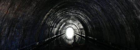Tunnel op London& x27; s Kanaal Stock Foto's