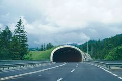Tunnel op weg Stock Fotografie