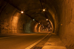 Tunnel orange de route Images libres de droits
