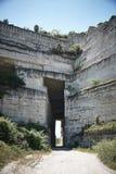 Tunnel par la roche photographie stock libre de droits