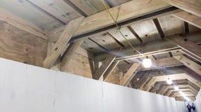 Tunnel piétonnier à un chantier de construction Photo libre de droits