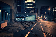 Tunnel scuro del treno della città alla notte Fotografia Stock Libera da Diritti