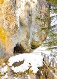 Tunnel som fäller ned nedgångar Johnston Canyon Royaltyfria Bilder