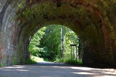 Tunnel sous la passerelle images libres de droits