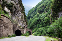 Tunnel till och med berg på långt Royaltyfria Bilder