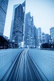 Tunnel und modernes Gebäude in Shanghai Stockfotos