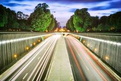 Tunnel urbain au coucher du soleil Images stock