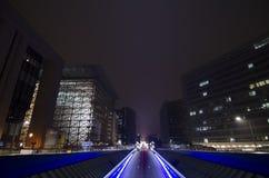 Tunnel urbano e traffico alla notte a Bruxelles fotografia stock