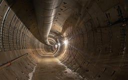 Tunnel vide de souterrain en construction images stock