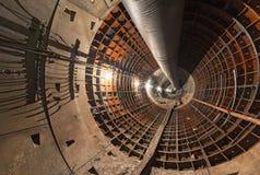 Tunnel vide en construction pour le souterrain photos stock