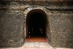 Tunnelachtergrond en bedrijfsconcept tunnel met oude baksteen het eind van tunnel en conceptenzaken met succes geheimzinnigheid t Royalty-vrije Stock Afbeelding
