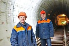 Tunnelarbeiders bij ondergrondse bouwwerf Stock Afbeelding