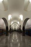 Tunnelbana baksida-tända väggar royaltyfri fotografi
