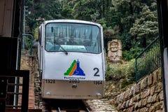 Tunnelbana för bergbana för kabelbil äldst till det Monserrate berget i Bogot royaltyfri fotografi