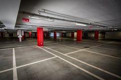 tunnelbana för parkering för färgcontrasteffekt Arkivfoto